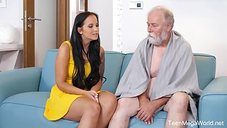 Seductive ignorance with big tits, Jennifer Mendez had sex with an elderly man from the neighborhood