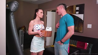 Masseuse stepdaughter Aidra Fox gives a nuru massage to her wine and dine daddy