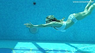 Nasty swimming catholic Lindsay Cruz gets naked and shows tricks under the water