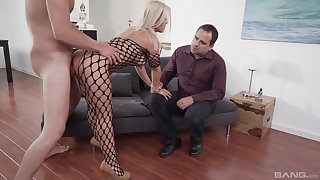 Blonde wife appears in a wild threesome with hubby and a shine