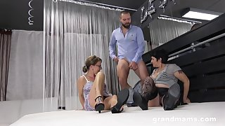 Amateur threesome instalment with one dude and two older grannies