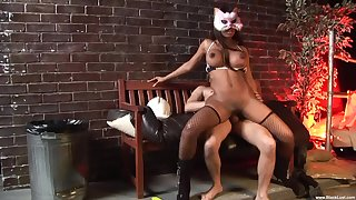 Masked ebony whore goes full mode on a white penis