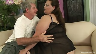 BBW facesitting and getting fucked unconnected with an older man