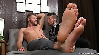Twink wants near divert his master with a good fellow-feeling a amour