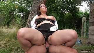 Big ass mature rides dick in a park and swallows