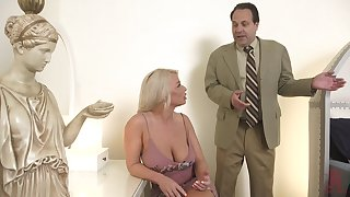 Hot MILF is carefree upon her sex life and decides to have sex upon a downright stud